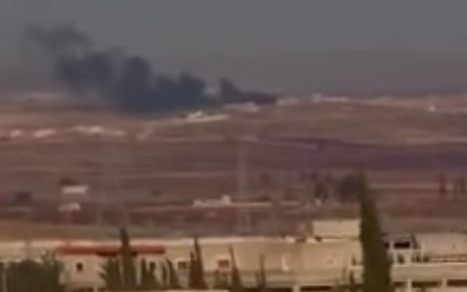 У Сирії збили військовий літак: з'явилося відео