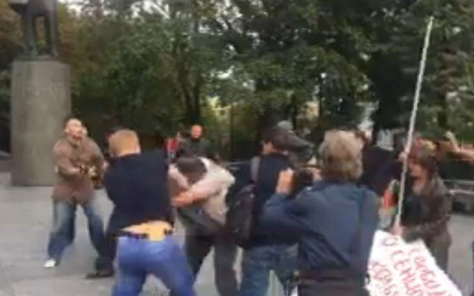 У Росії націоналісти побили учасників опозиційного пікету: з'явилося відео