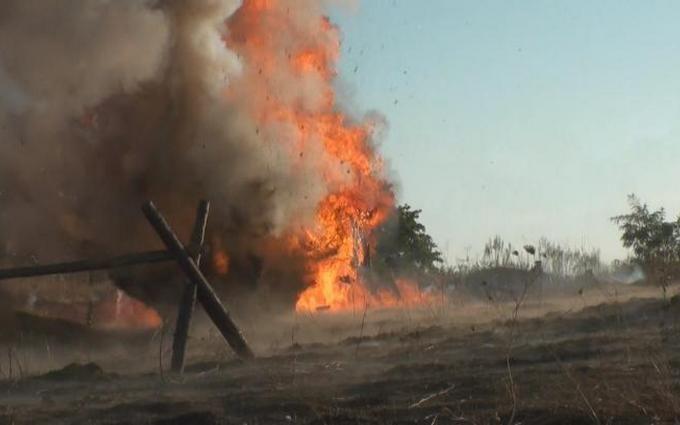 Це потрібно побачити: українські воїни влучним ударом знищили бойовий склад окупантів