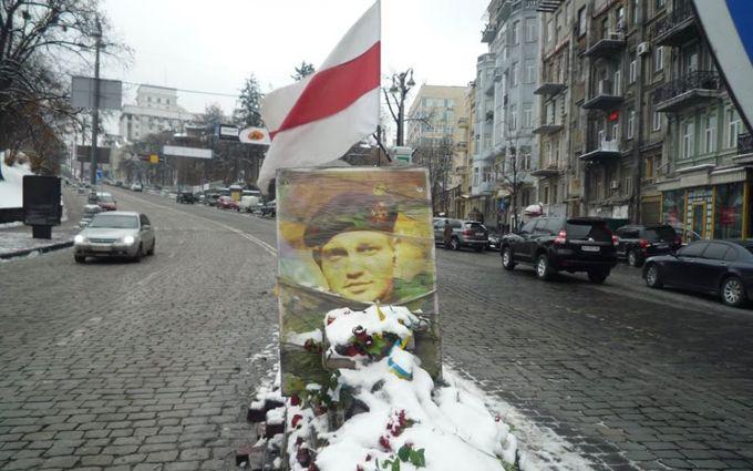 У Києві водій врізався в пам'ятник герою Небесної сотні: з'явилися фото