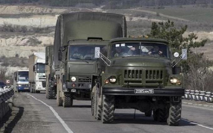 Росія стягує військову техніку до кордону України: з'явилися нові фото