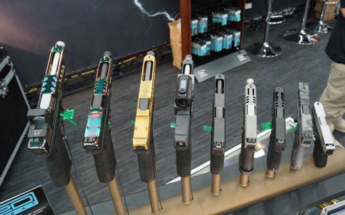 У Авакова розповіли, яку зброю дарують чиновникам: опубліковані документи