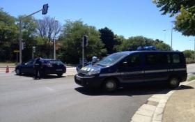 Вооруженный мужчина захватил отель во Франции: появились фото