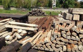 """Чиновники """"Укрзализныци"""" разворовали пути на 4 млн гривень и спрятали их у себя на базе"""