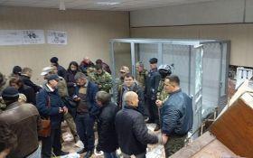 Суд над Коханивским закончился стычками и баррикадами: появились видео