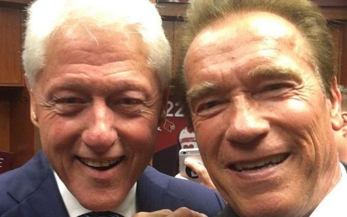 Веселі Клінтон і Шварценеггер на похоронах здивували мережу: опубліковано фото