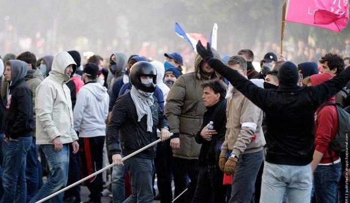 Парижане протестовали против продления режима ЧП