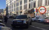 В Киеве в знаковом месте произошло люксовое ДТП: опубликованы фото