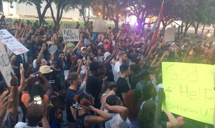 У Далласі в США спалахнули протести, вбиті поліцейські: з'явилися фото і відео перестрілки (2)