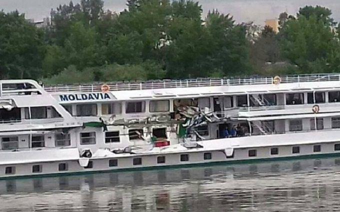 Два украинских судна столкнулись вВенгрии: появились фото повреждений