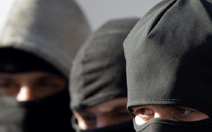 Люди вбалаклавах открыли огонь наферме вВинницкой области: есть пострадавшие