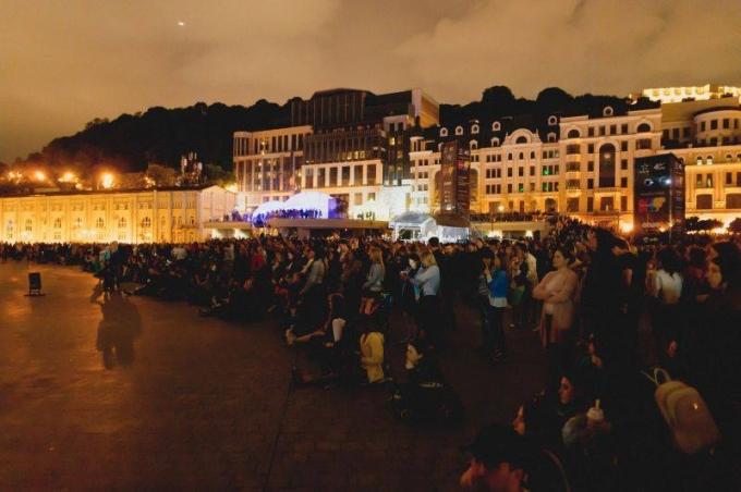 В Киеве открылся международный световой фестиваль: опубликованы зрелищные фото и видео (4)