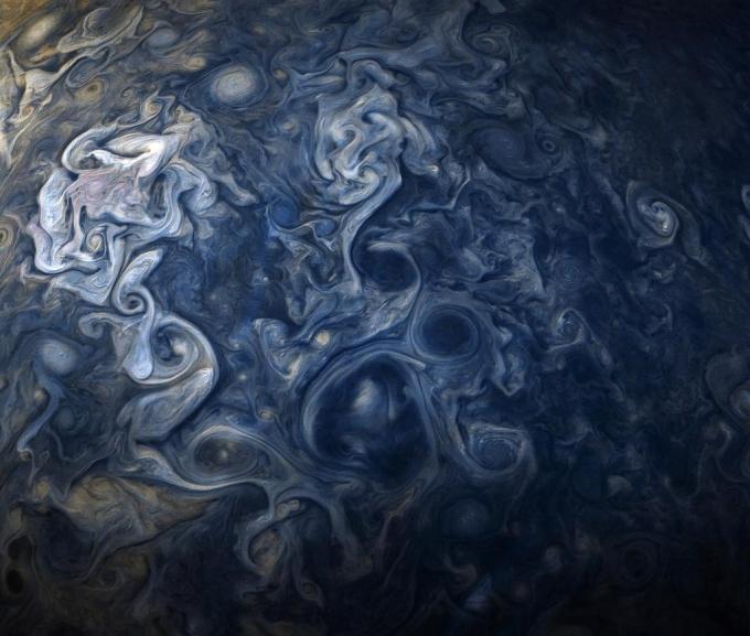 NASA показало необычные гигантские облака на Юпитере (1)