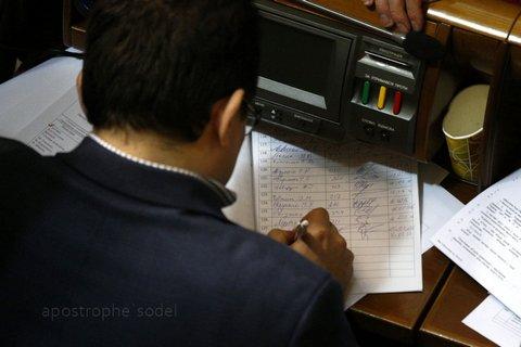В Раде собрали подписи за отставку Яценюка: опубликованы фото (1)