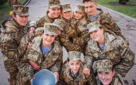 Порошенко підписав закон про забезпечення рівних прав жінок та чоловіків в армії