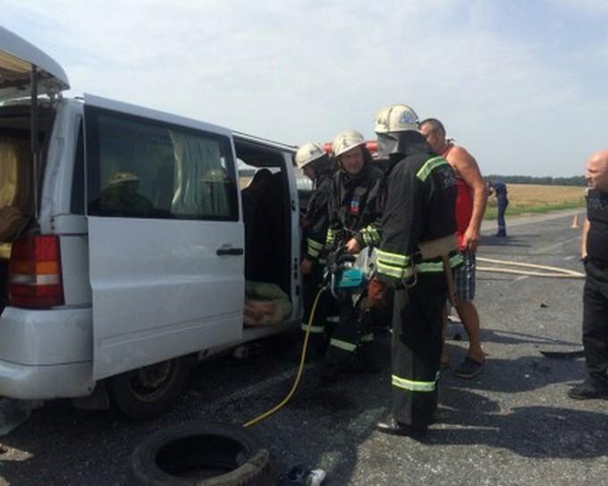 У масштабній ДТП в Черкаській області постраждали одинадцять чоловік: з'явилися фото і відео (1)