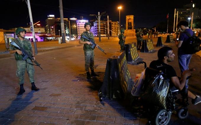 Провальний переворот в Туреччині: з'явилися нові дані про жертви і відео нічного бою