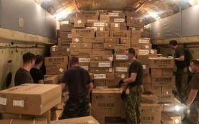 Тести, маски, апарати ШВЛ: Китай нарешті відправив екстрену гуманітарну допомогу Україні
