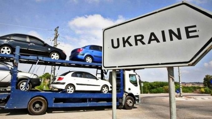 Зниження податків на розмитнення авто в Україні: в Раді назвали умову