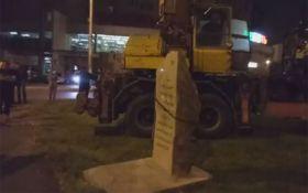 В Одесі демонтували пам'ятний камінь на честь радянського маршала Жукова: з'явилося відео