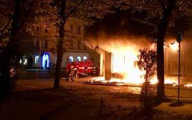 У Львові згоріло відділення російського банку: опубліковано відео
