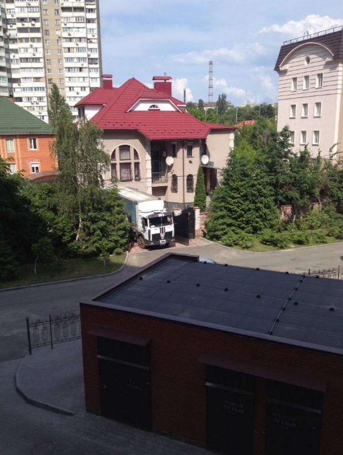 У соцмережах розгорається скандал із генералом ЗСУ і фурою дров: опубліковані фото (1)