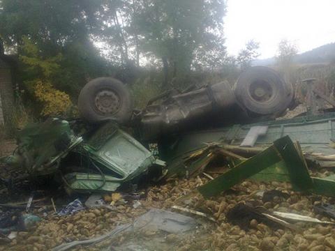 Вантажівка впала з мосту у Вінницькій області, загинув водій (3)