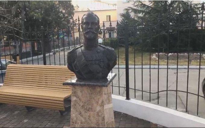 """Почему """"плакал"""" бюст Николая II: в сети посмеялись над объяснением"""