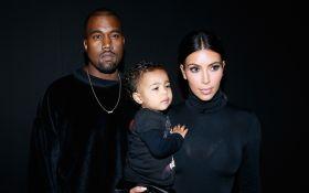 Ким Кардашьян растрогала семейным видео с мужем и детьми