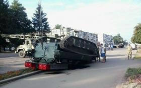 Украинские военные попали в курьезное ДТП: опубликованы фото