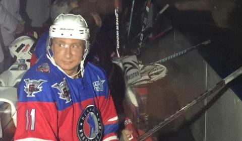Путін у свій день народження вийшов на лід (фото)