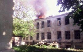 Під час обстрілу Красногорівки постраждали мирні жителі: з'явилися фото та відео