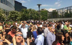 Під час затемнення у США автомобіль в'їхав у натовп глядачів: є загибла