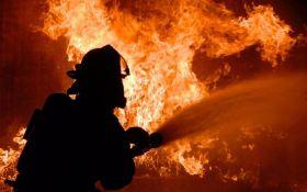 На военной базе в Балаклее произошел пожар, слышны взрывы