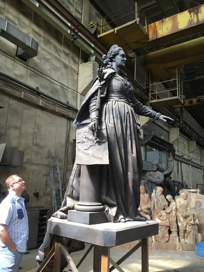 В окупованому Криму поставлять імперські пам'ятники: опубліковані фото (1)
