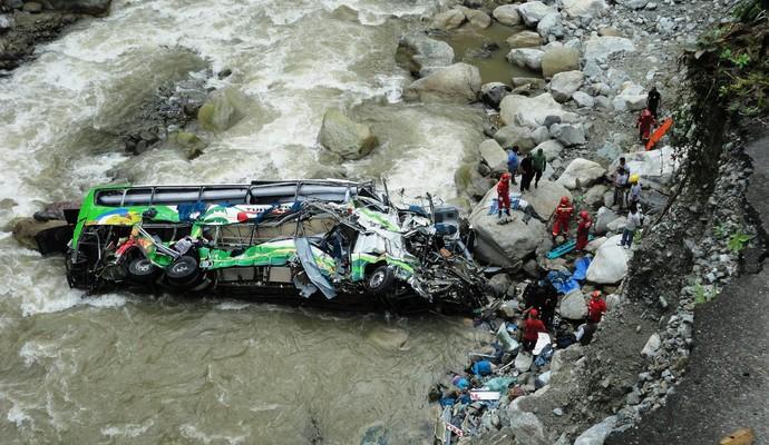 В Индии автобус упал в реку: есть жертвы