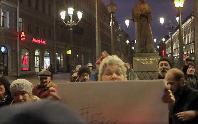 Как в Петербурге разгоняли людей с украинской символикой: обнародовано видео