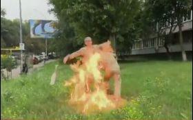 Доброволець АТО підпалив себе біля Міноборони - відео