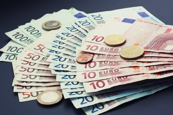 Курс валют на сьогодні 7 листопада: долар подешевшав, евро подорожчав