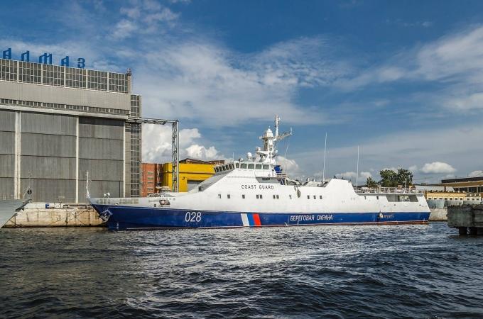Россия стягивает военные корабли в Крым через Азовское море: подробности и фото (3)
