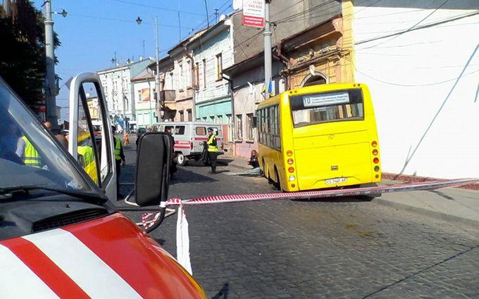У Чернівцях сталася смертельна ДТП з маршруткою: з'явилися фото