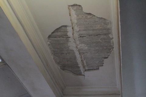 В запорожском горсовете потолок