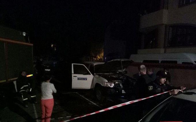 В Івано-Франківську спалили машину ОБСЄ: опубліковані фото
