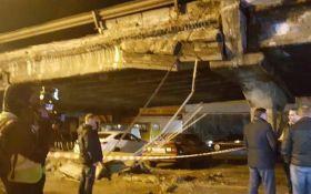 Обвал моста в Киеве: в сети появилось новое эффектное видео