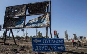 """В Україні продовжили """"особливий статус"""" Донбасу: що це значить"""