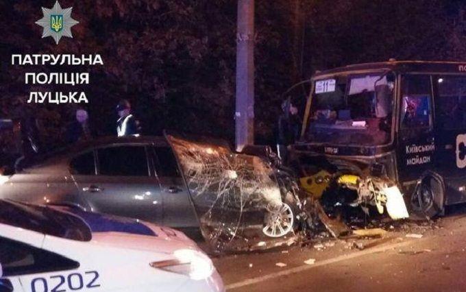 Жахлива ДТП з маршруткою сталася в Луцьку: з'явилися фото