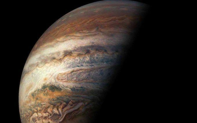 Это потрясающе: NASA показало новое зрелищное видео с Юпитера