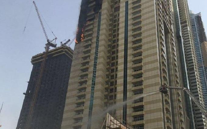 Один із найвищих хмарочосів горить в Дубаї: з'явилися фото і відео