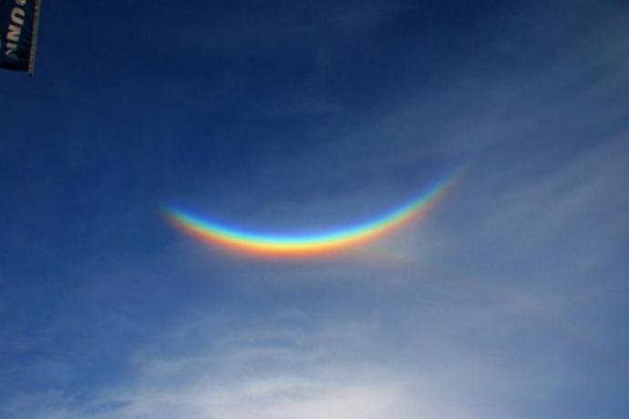 Перевернутая радуга или околозенитная дуга (7 фото)