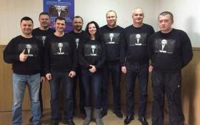 Соцмережі підірвало фото з Ківою на футболках поліцейських